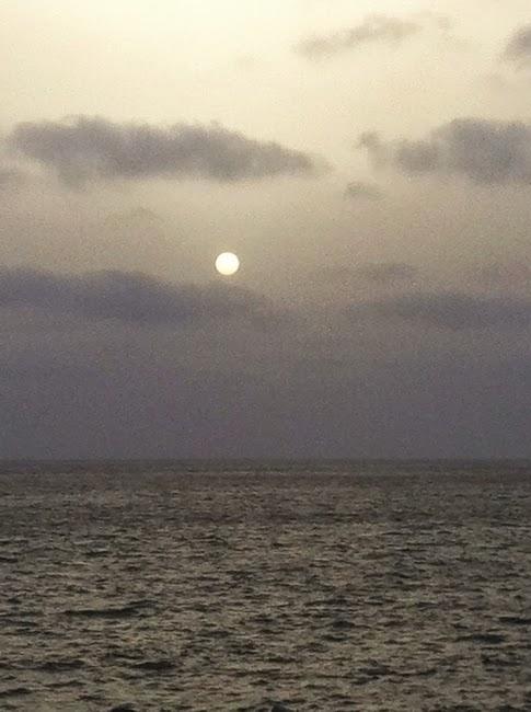 Lumière atlantique, sur la mer l'oeil du monde brille, Dakar ville océane  Photo Yves Alavo